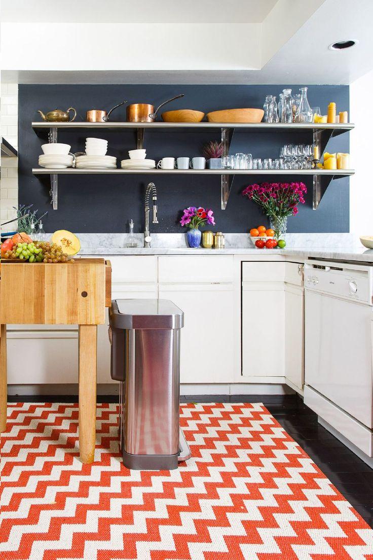 Кухня с полками в стиле модерн