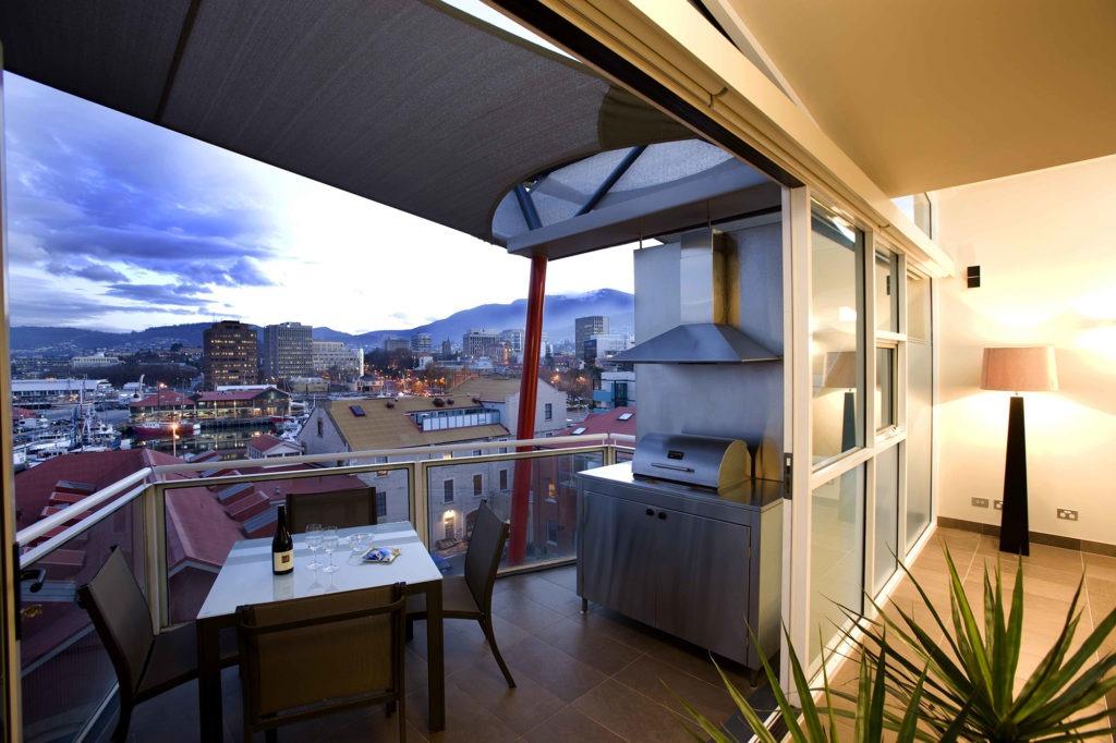 Балкон - идеальное место для романтического ужина