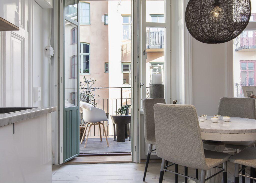 Балкон и квартира в скандинавском стиле