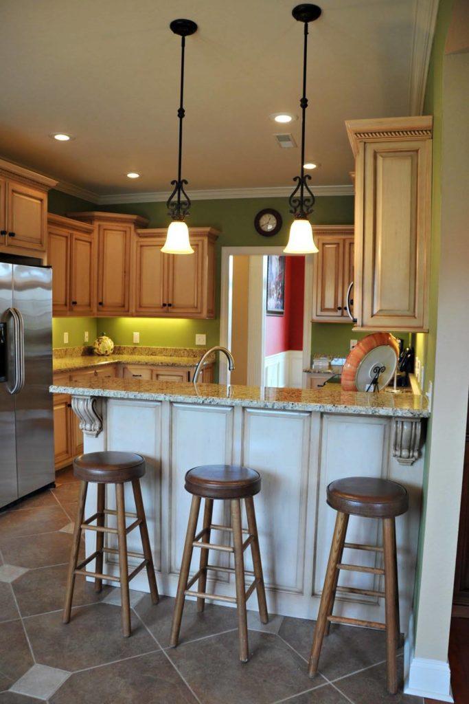 Барная стойка на кухне в деревенском стиле