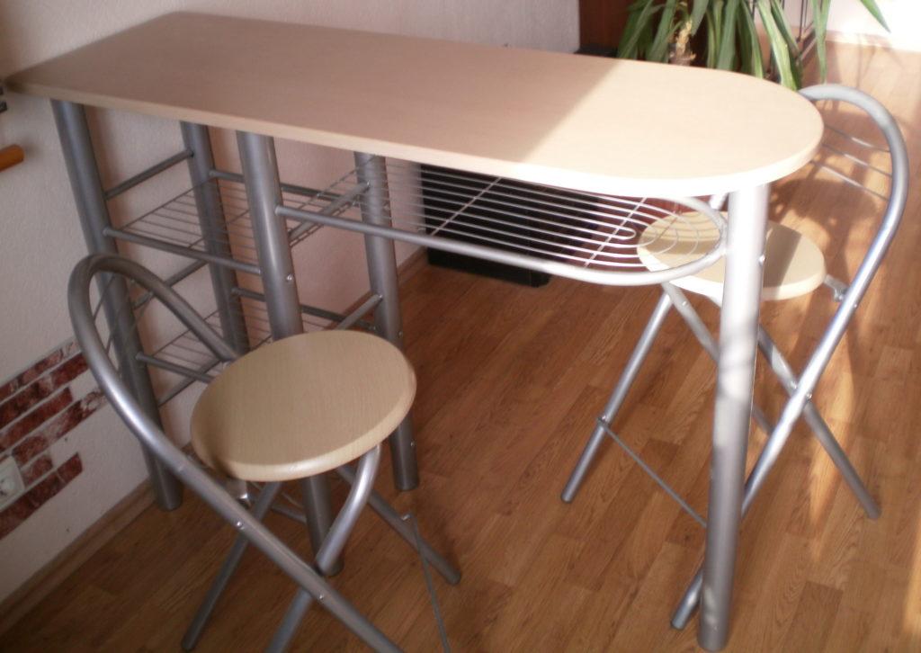 Стол-барная стойка на кухне значительно экономит место