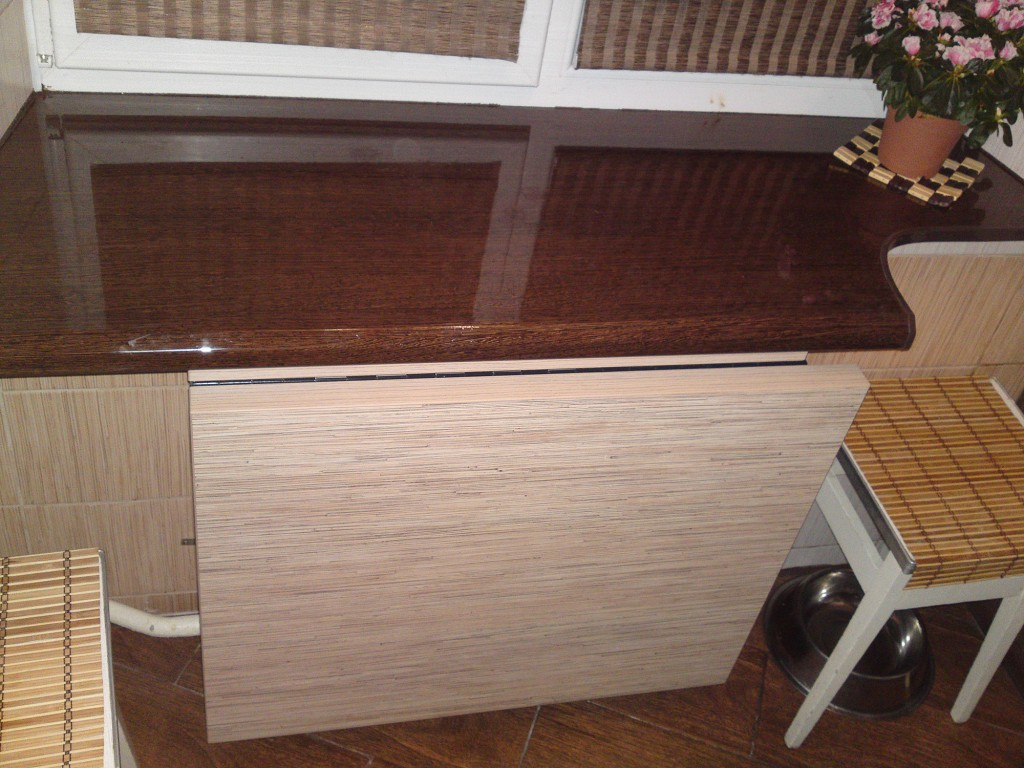 Столешница, совмещенная с подоконником на кухне