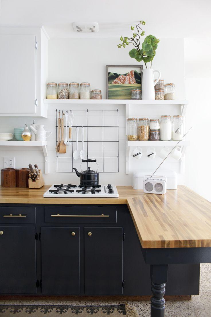 Компактное хранение на кухонных полках