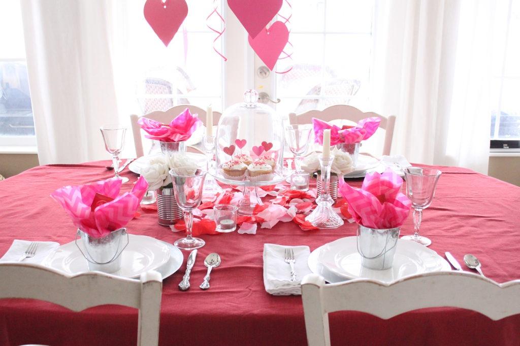 Романтический декор стола