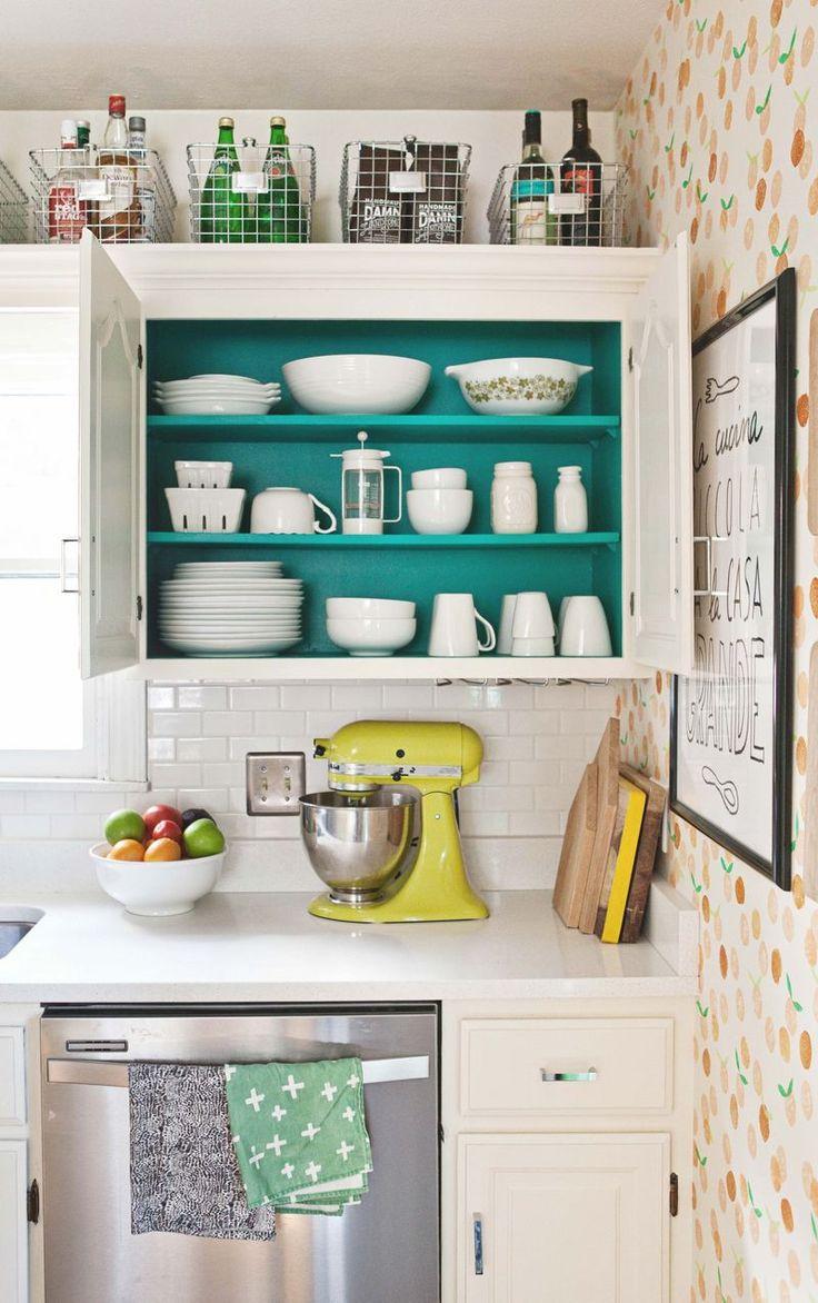Компактное хранение в кухонном шкафчике