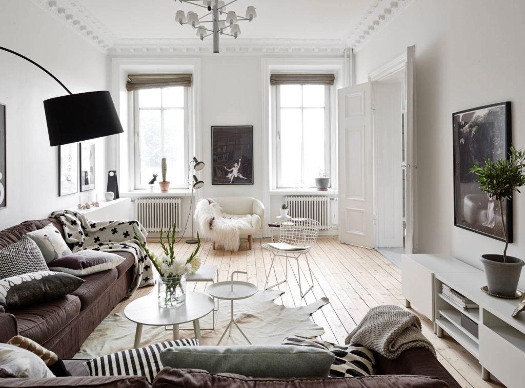 Светлая гостиная комната в скандинавском стиле