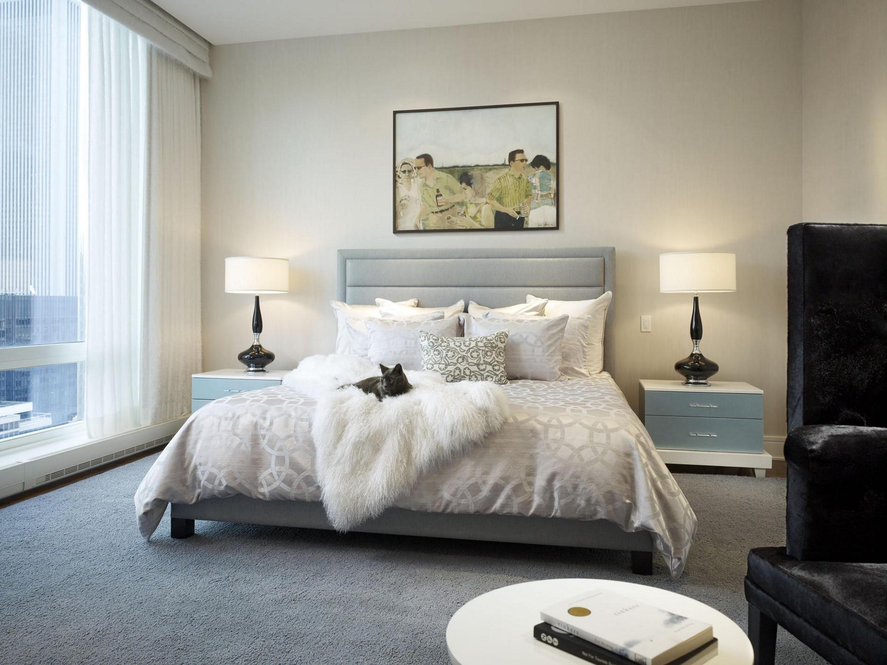 Картины в интерьере в спальне