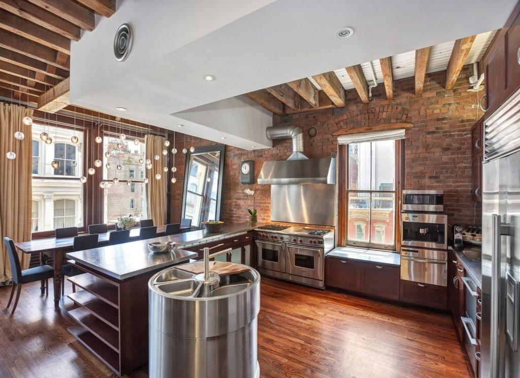 Модная кухня, совмещенная с обеденной зоной в стиле лофт