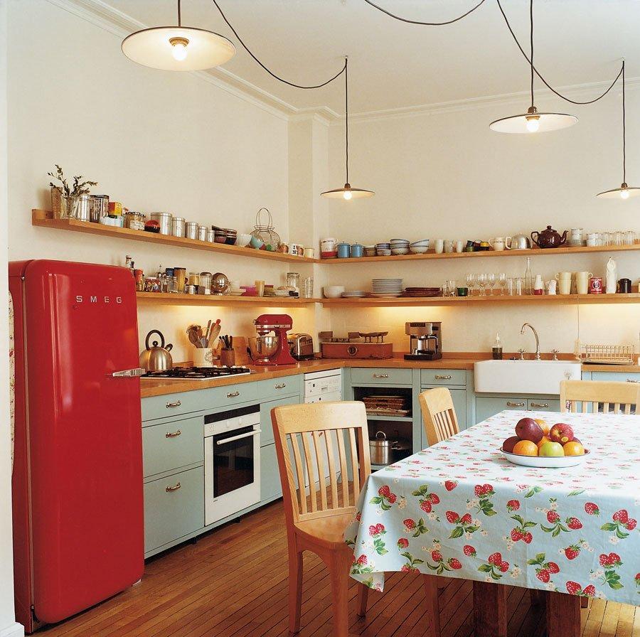 Кухня с угловыми полками