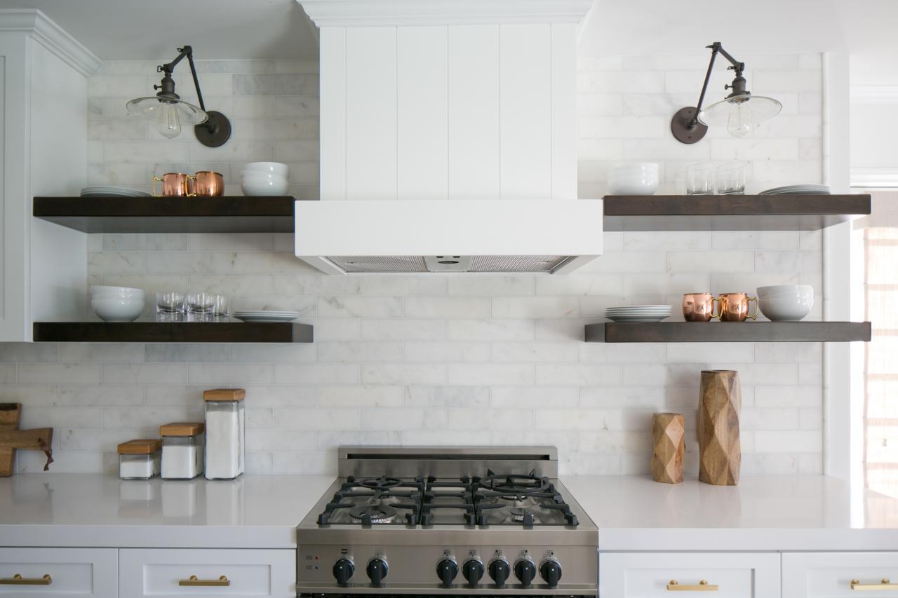 Кухня с полками венге