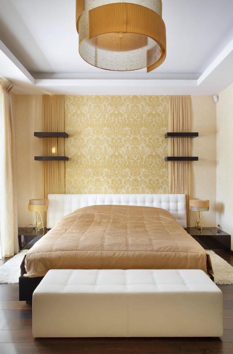 Комбинирование желтых обоев в спальне