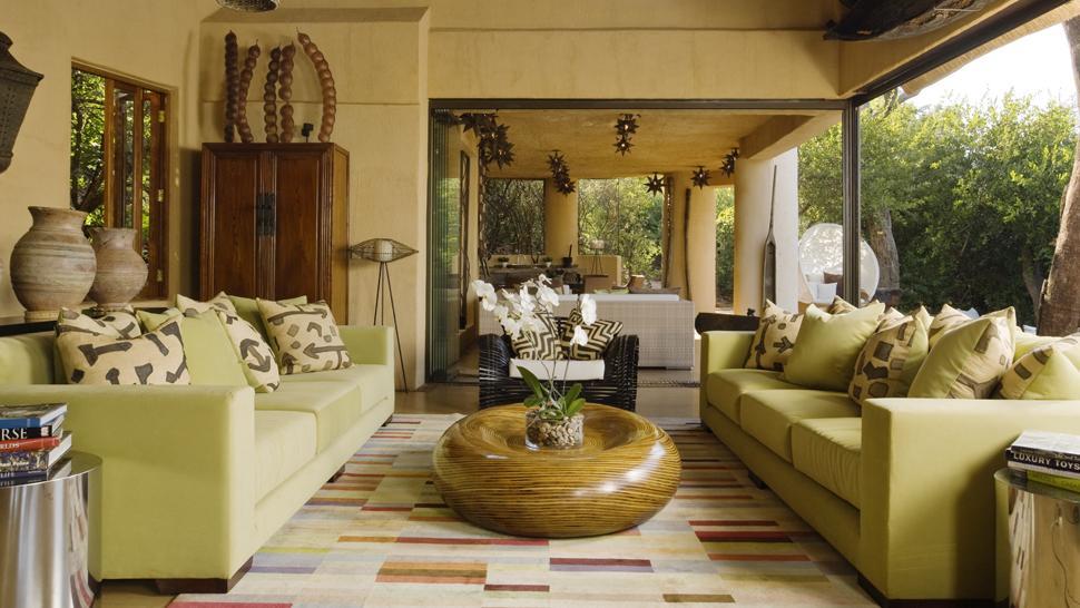 Гостиная в частном доме в африканском стиле