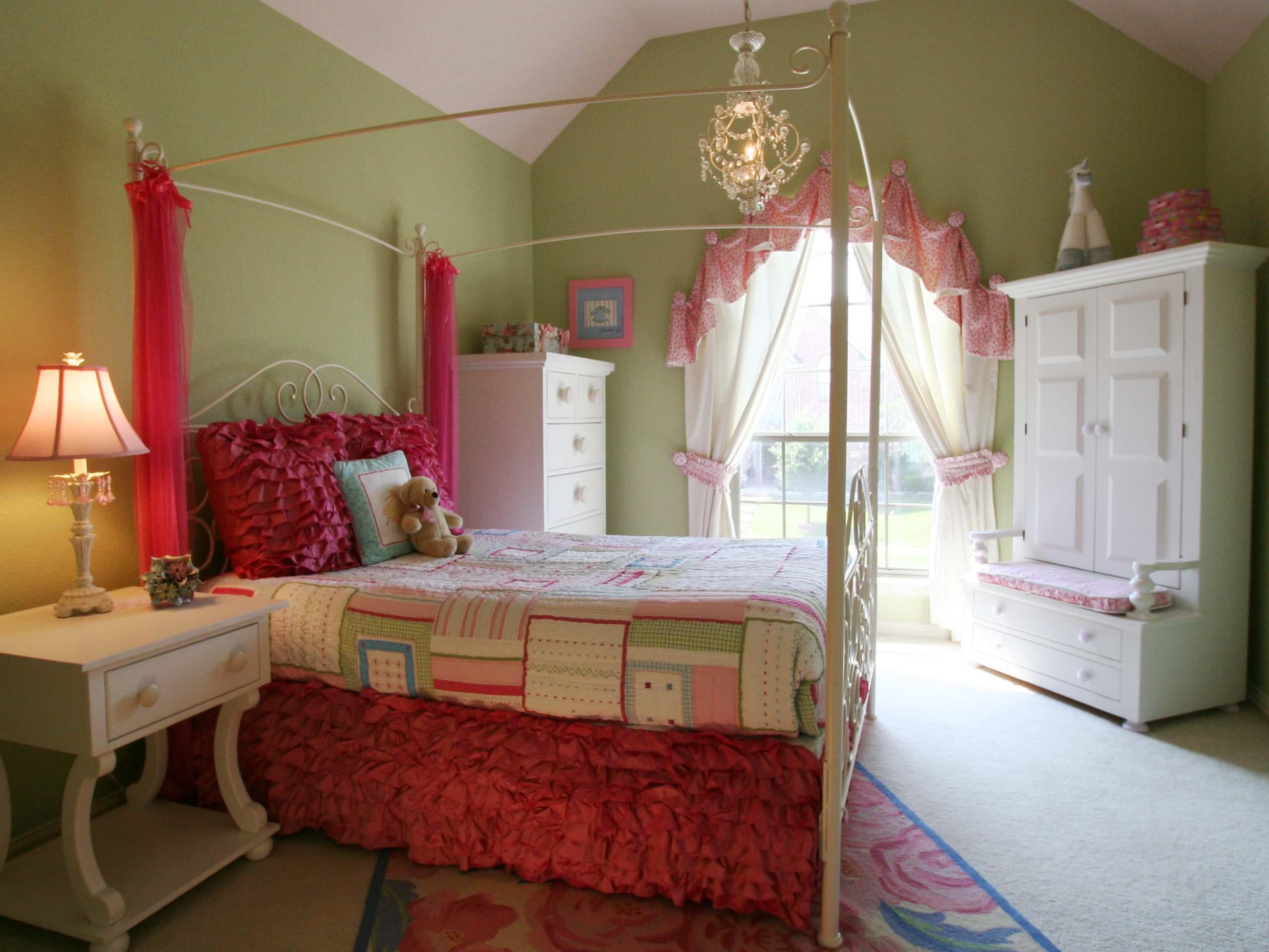 Дизайн штор для детской комнаты на арочное окно