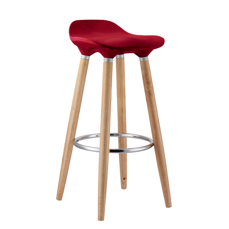 Красивый стул с четырьмя ножками и красным сидением