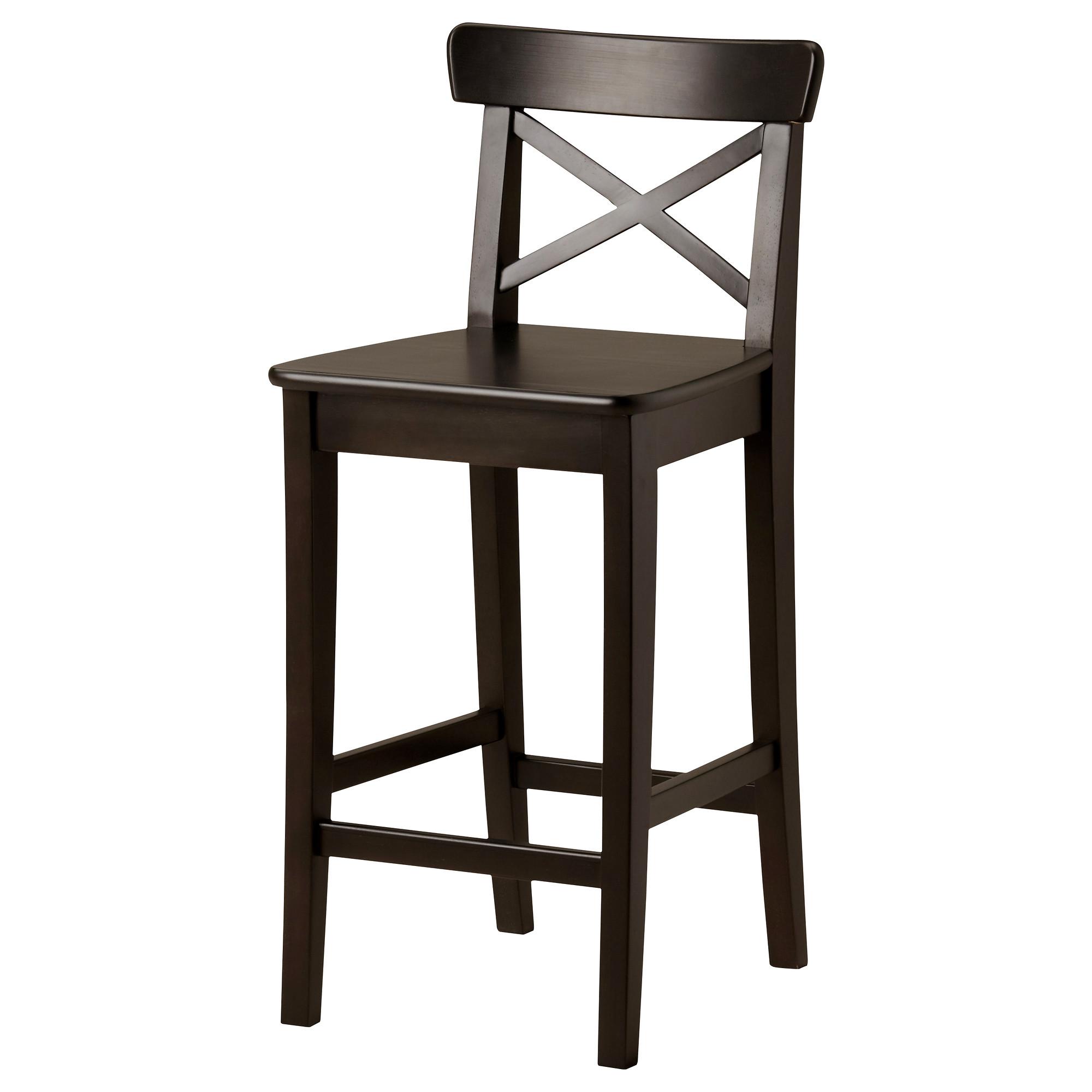 Такой черный стул отлично подойдет для неоклассического или даже деревенского стиля кухни