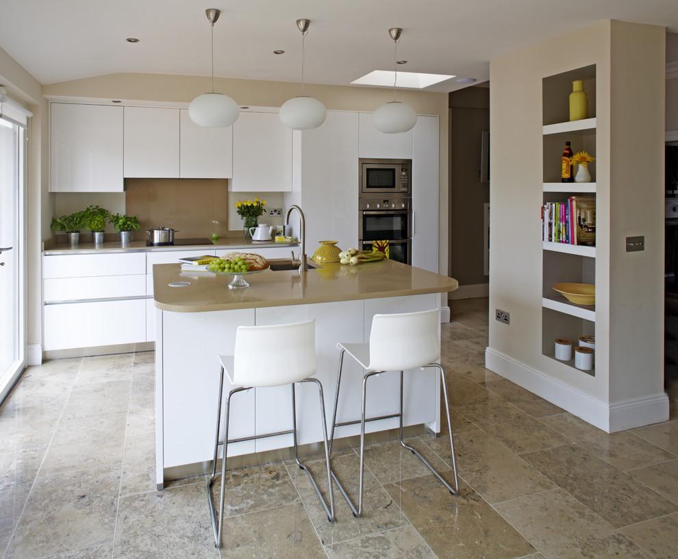 Дизайн кухни с барной стойкой бежевой