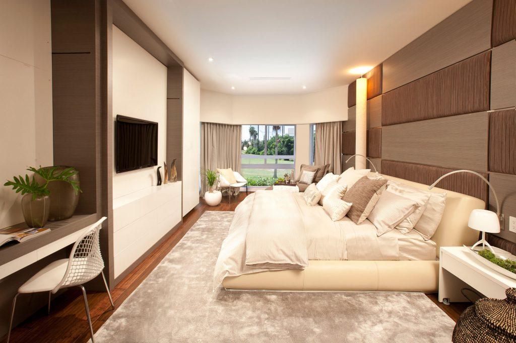 Спальня в бежево-коричневых тонах в стиле модерн