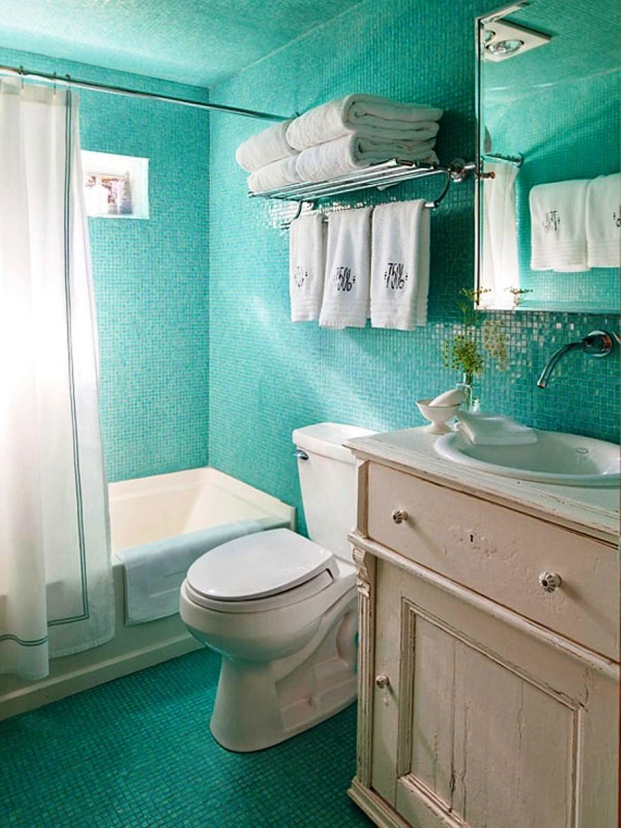 Ванная с бирюзовой плиткой мозаикой