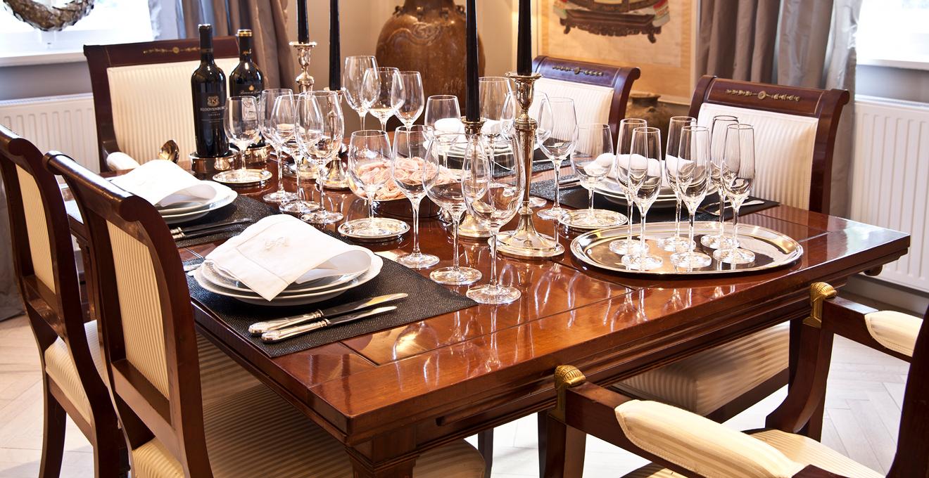 Обеденный стол в классическом стиле