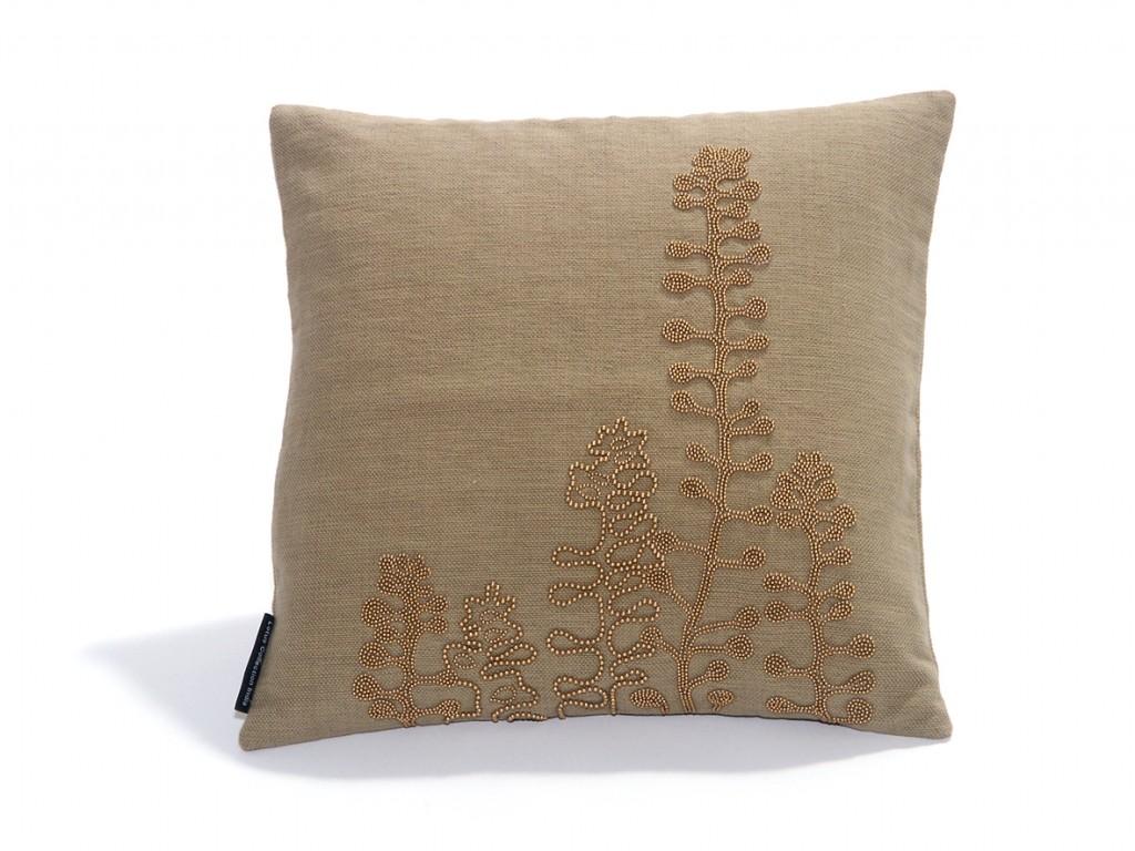 Коричневая декоративная подушка с вышивкой бусинами