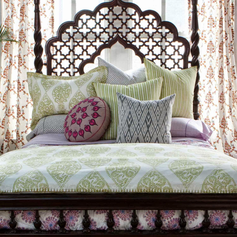 Декоративные подушки для украшения восточного интерьера