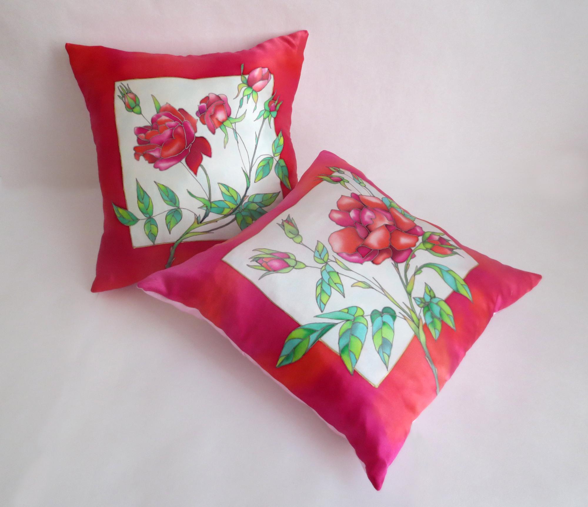 Декоративные подушки с розами