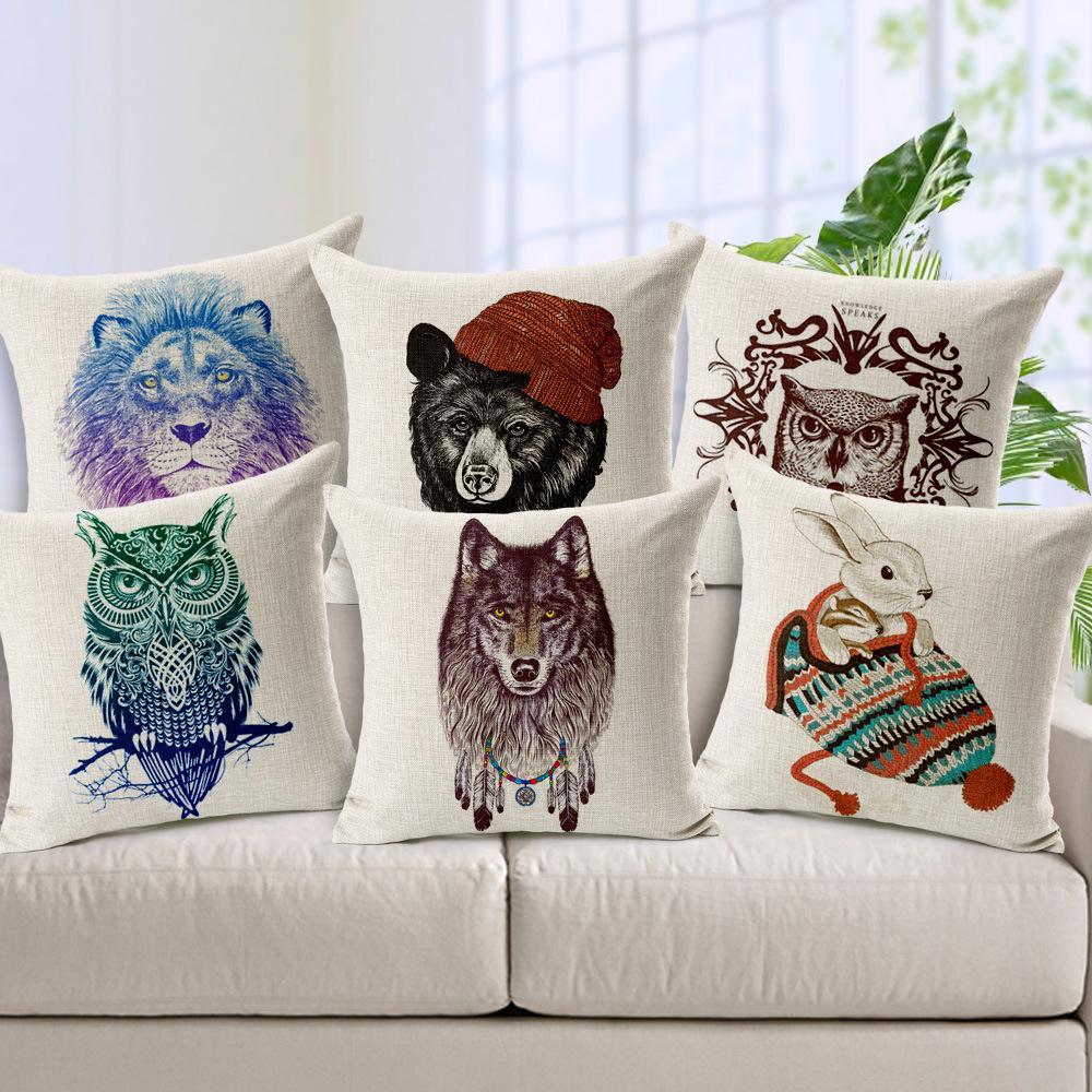 Подушки с изображениями животных подойдут для украшения детской комнаты