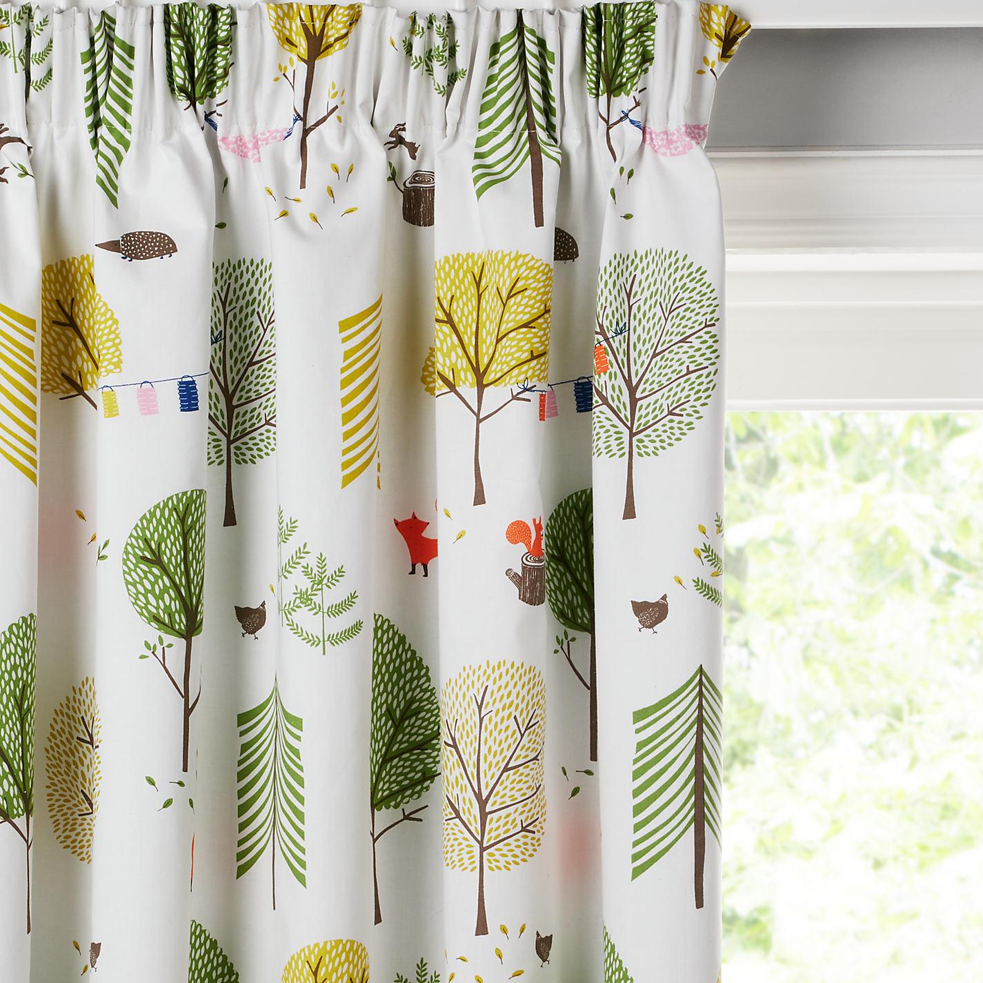 Дизайн штор для детской комнаты с деревьями