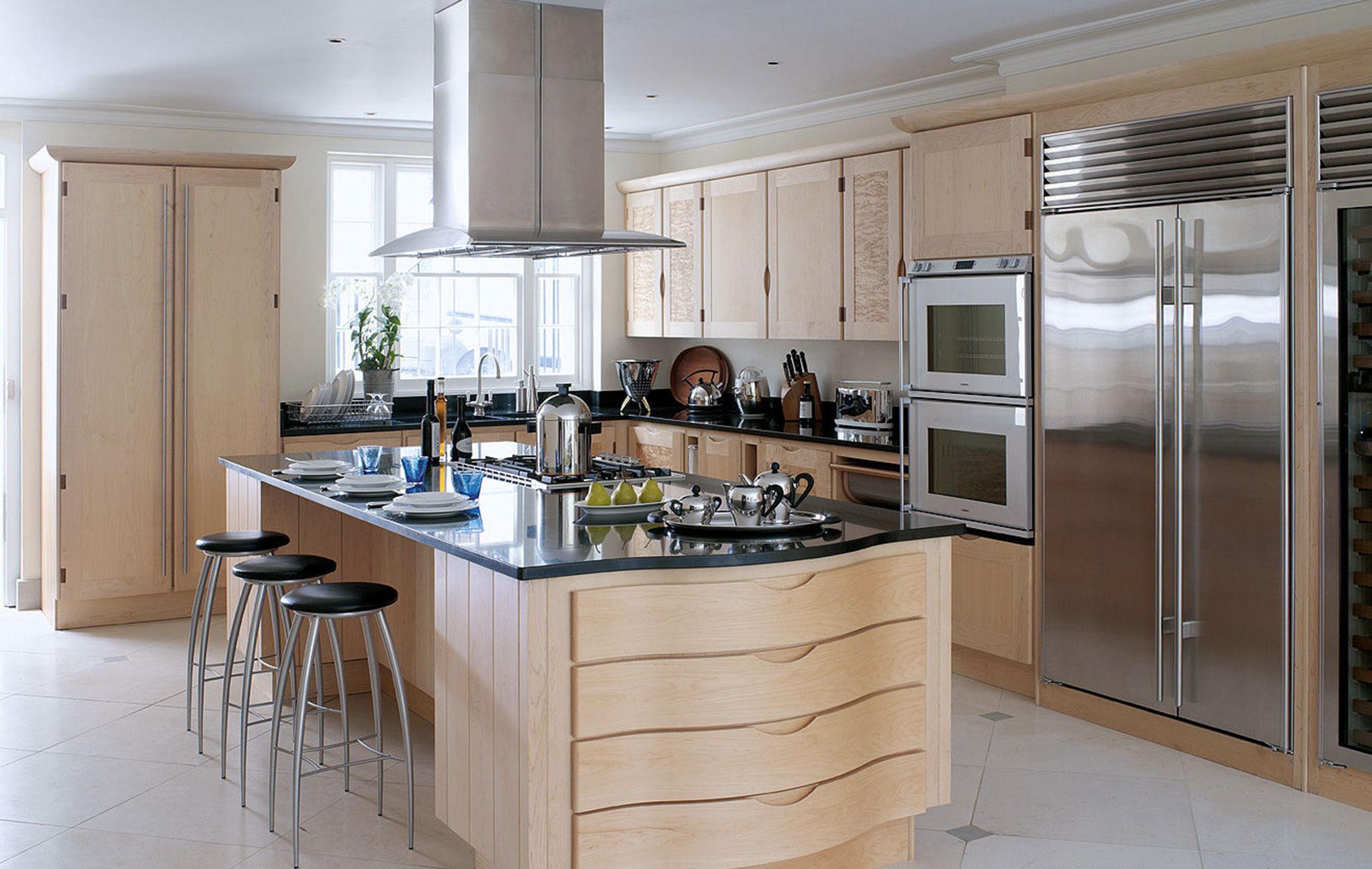 Дизайн кухни с барной стойкой деревянный