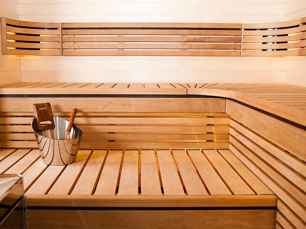 Интерьер бани из дерева