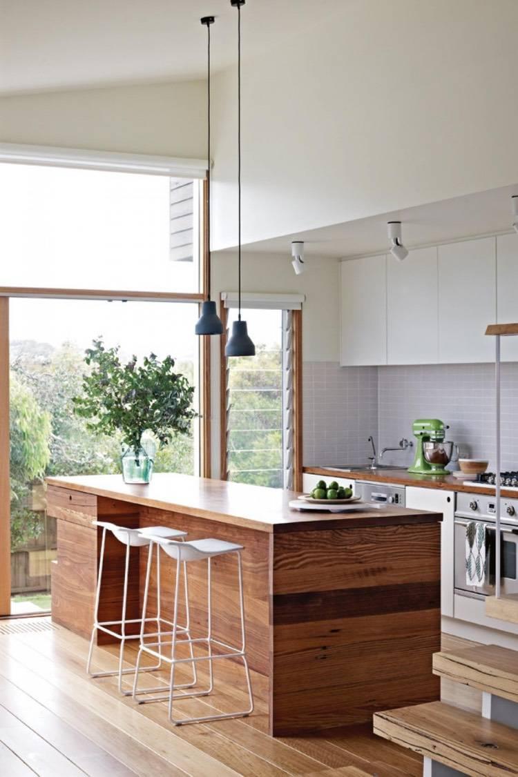 Дизайн кухни с барной стойкой из досок