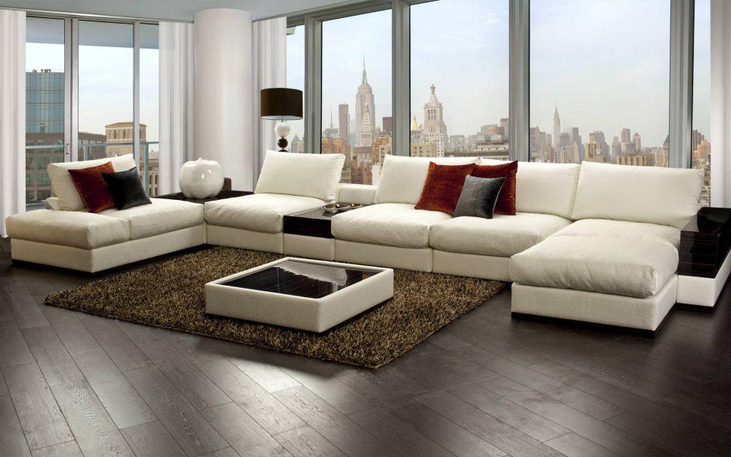 Светло-бежевый угловой диван с черными подставками