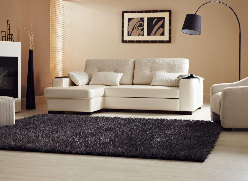 Небольшой бежевый модульный диван