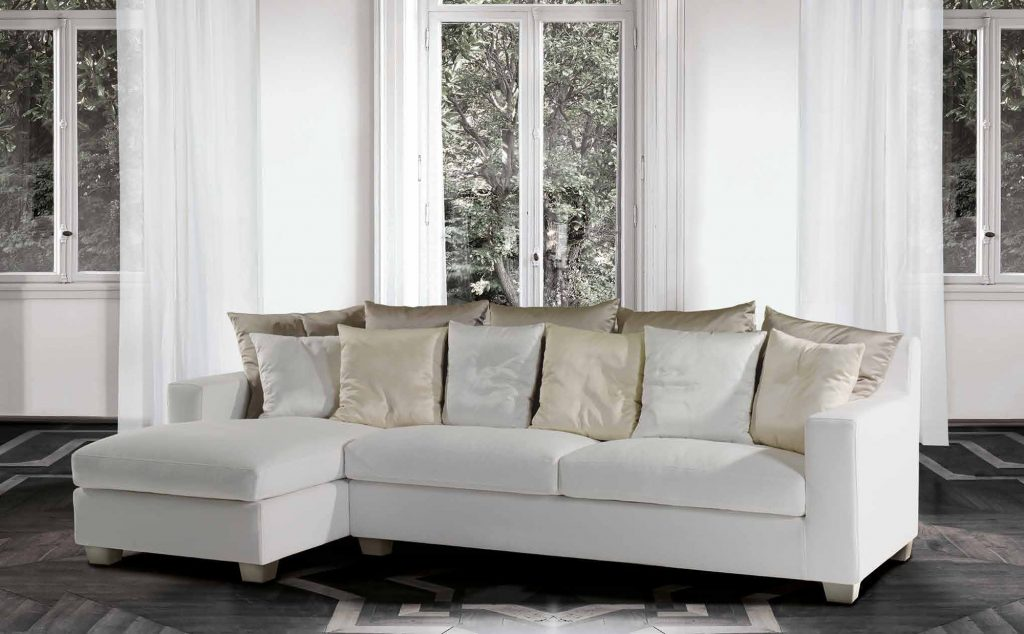 Небольшой белый модульный диван