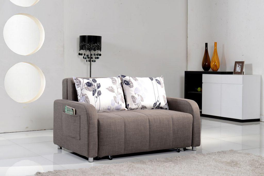 Серый мини диван для небольшой гостиной