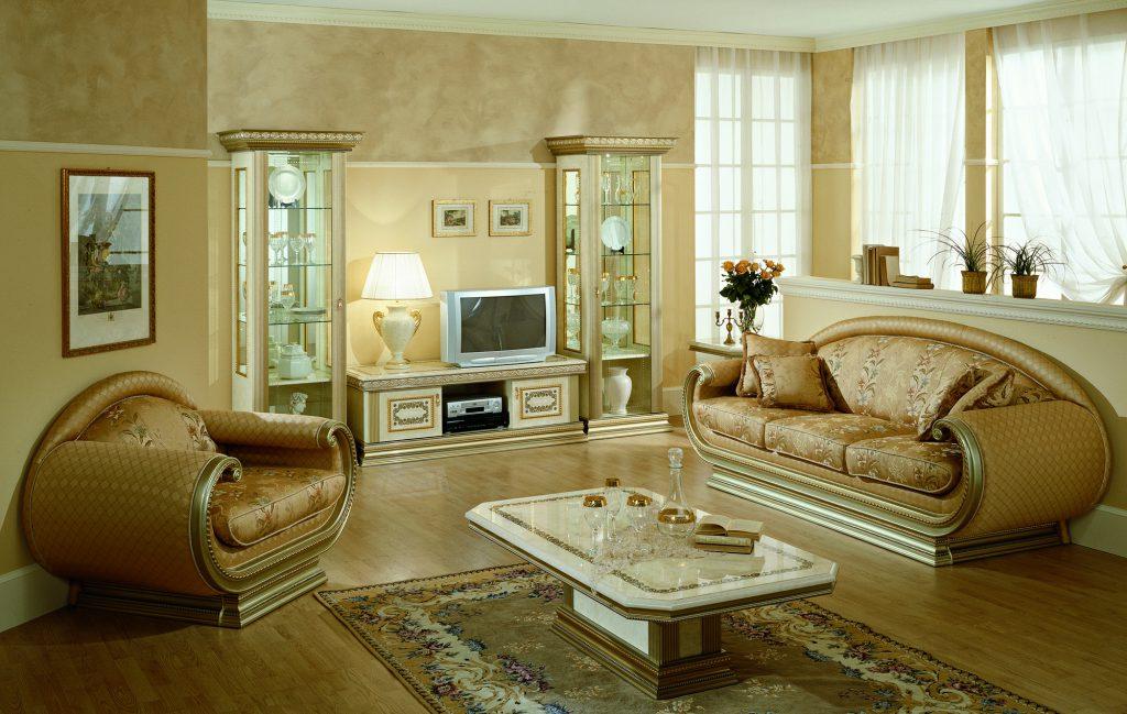 Необычные диваны в классическом интерьере
