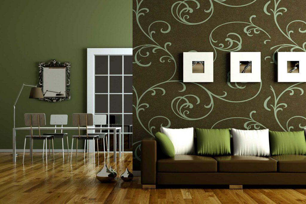 Темно-коричневый диван подходит в зелено-коричневому интерьеру гостиной