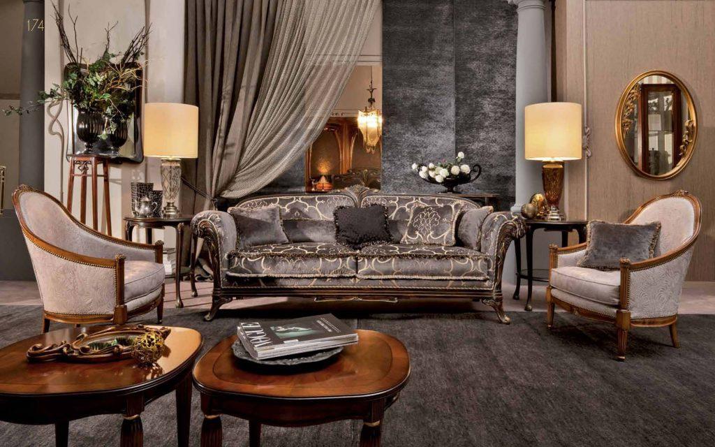 Серо-золотой диван в классической просторной гостиной