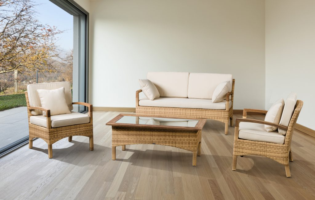 Плетеная мебель на даче