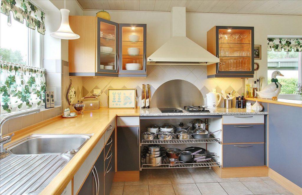Красивая кухня на даче
