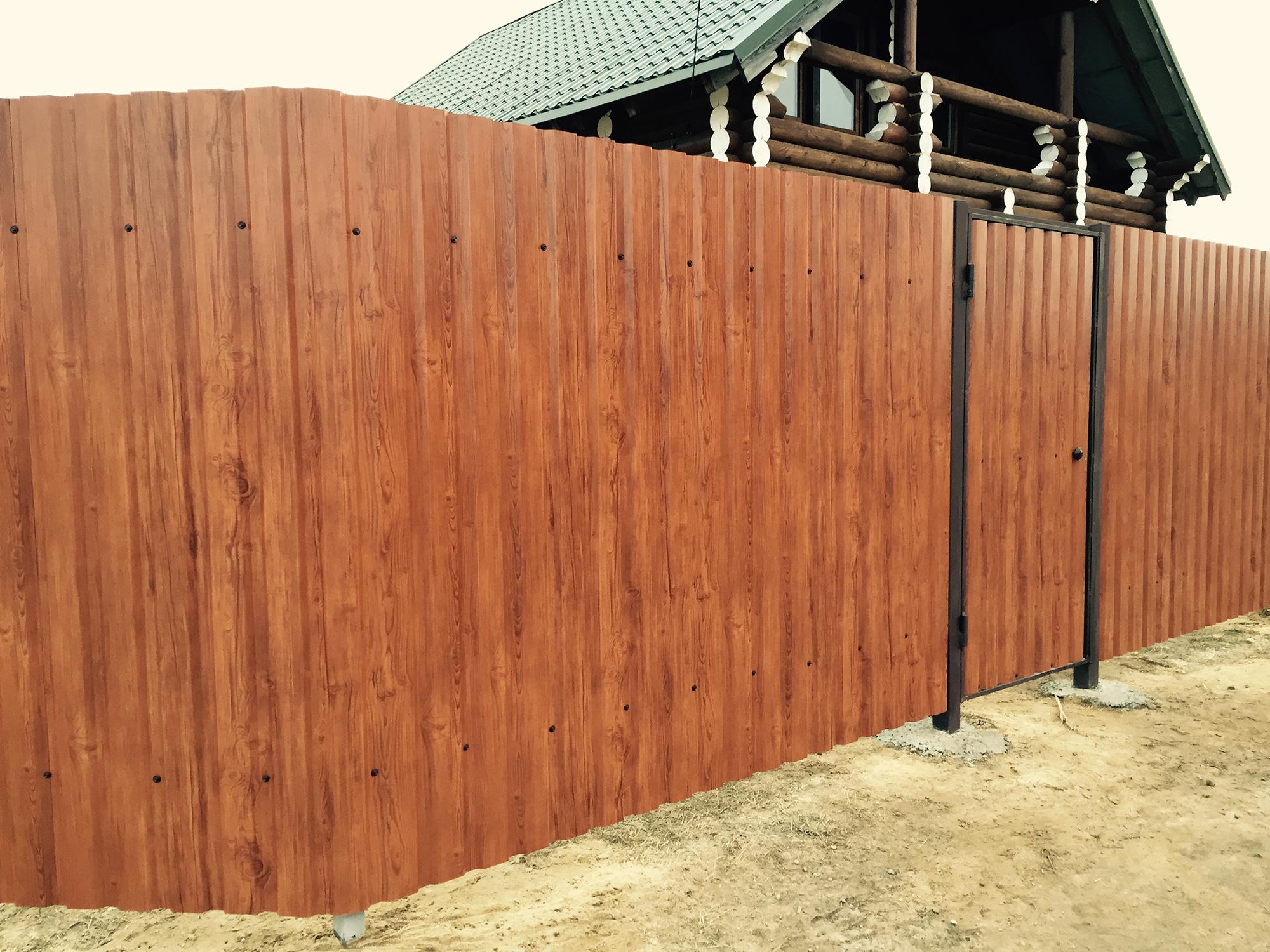 Забор из профнастила с рисунком под дерево