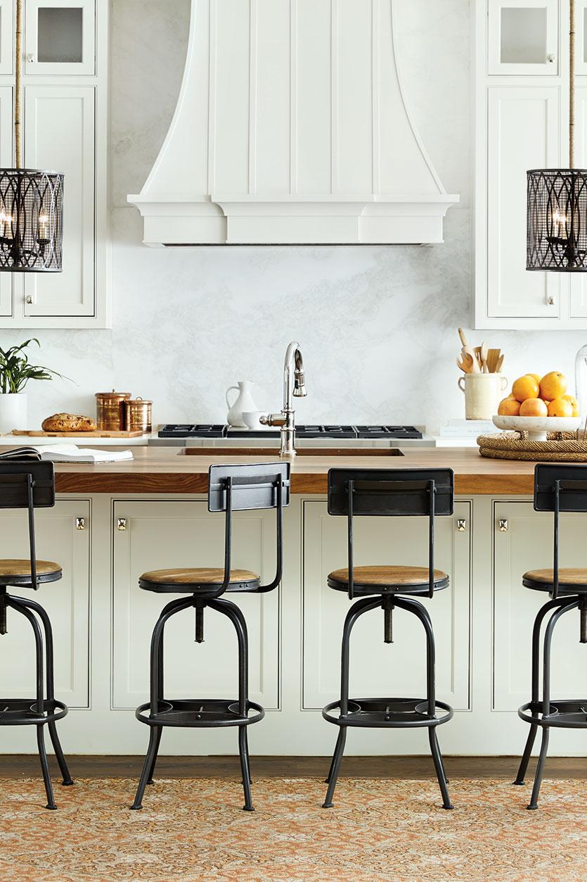 Дизайн кухни с барной стойкой длинной