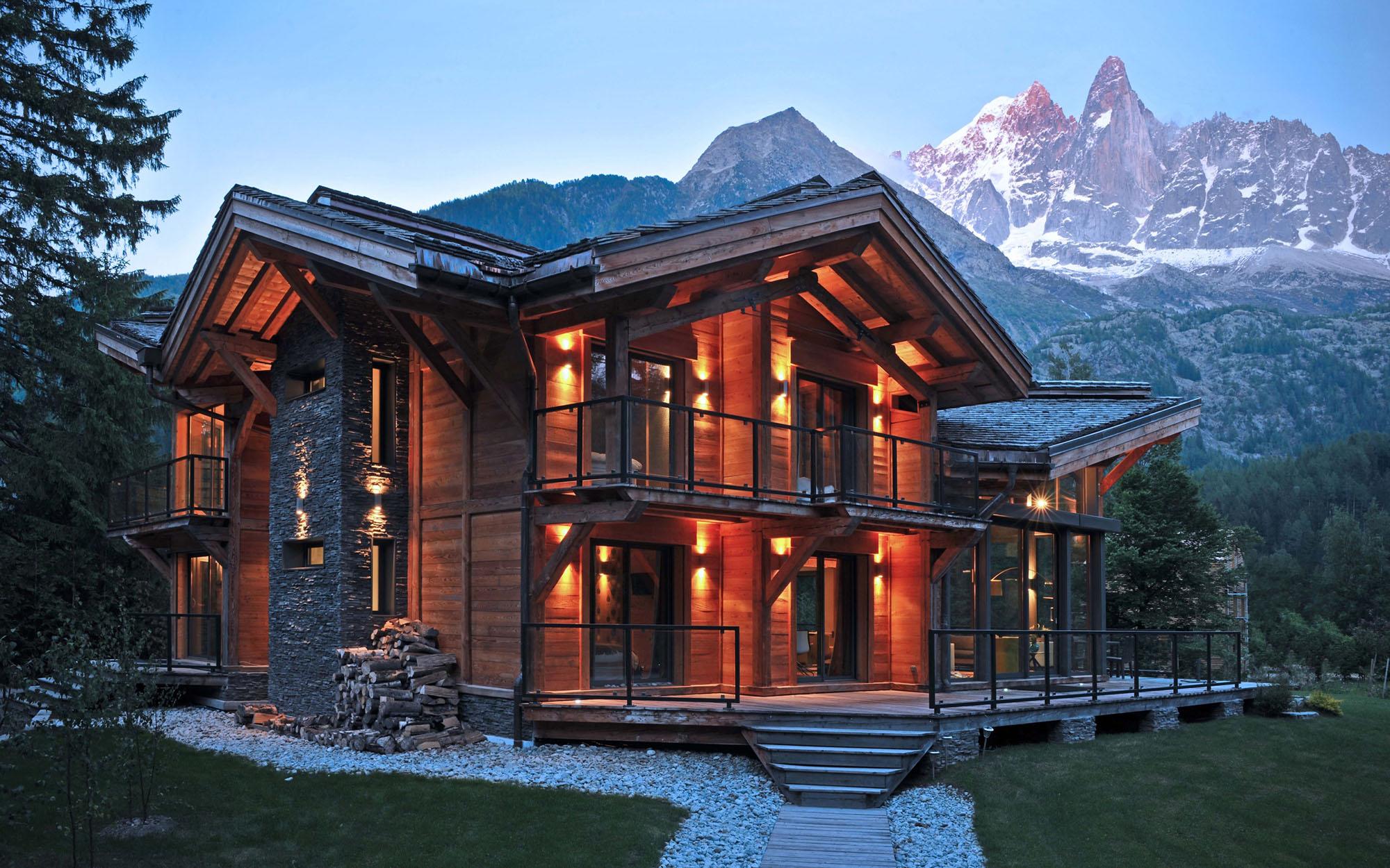 Современный дом в стиле шале