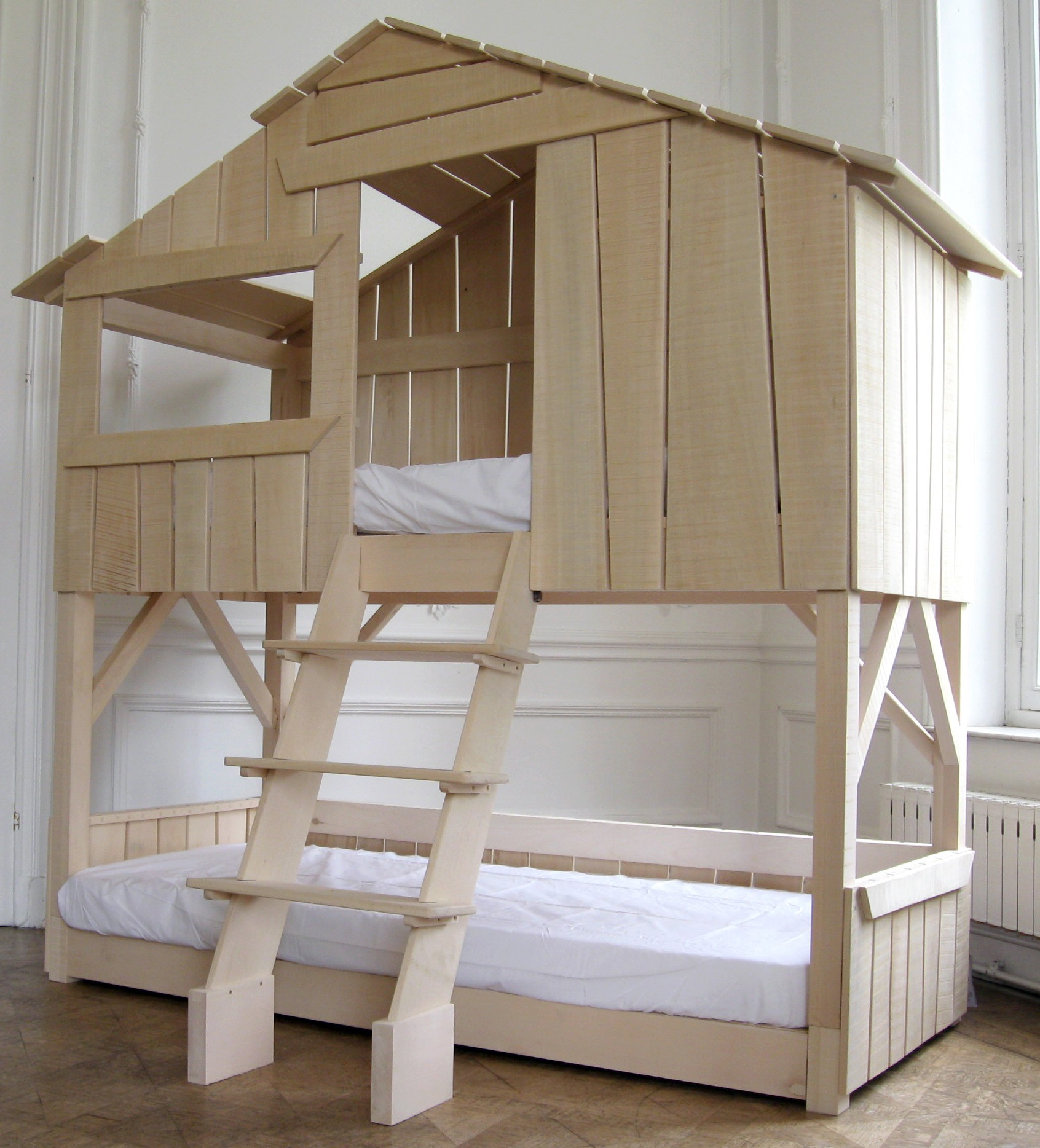 Двухъярусная детская кровать домик