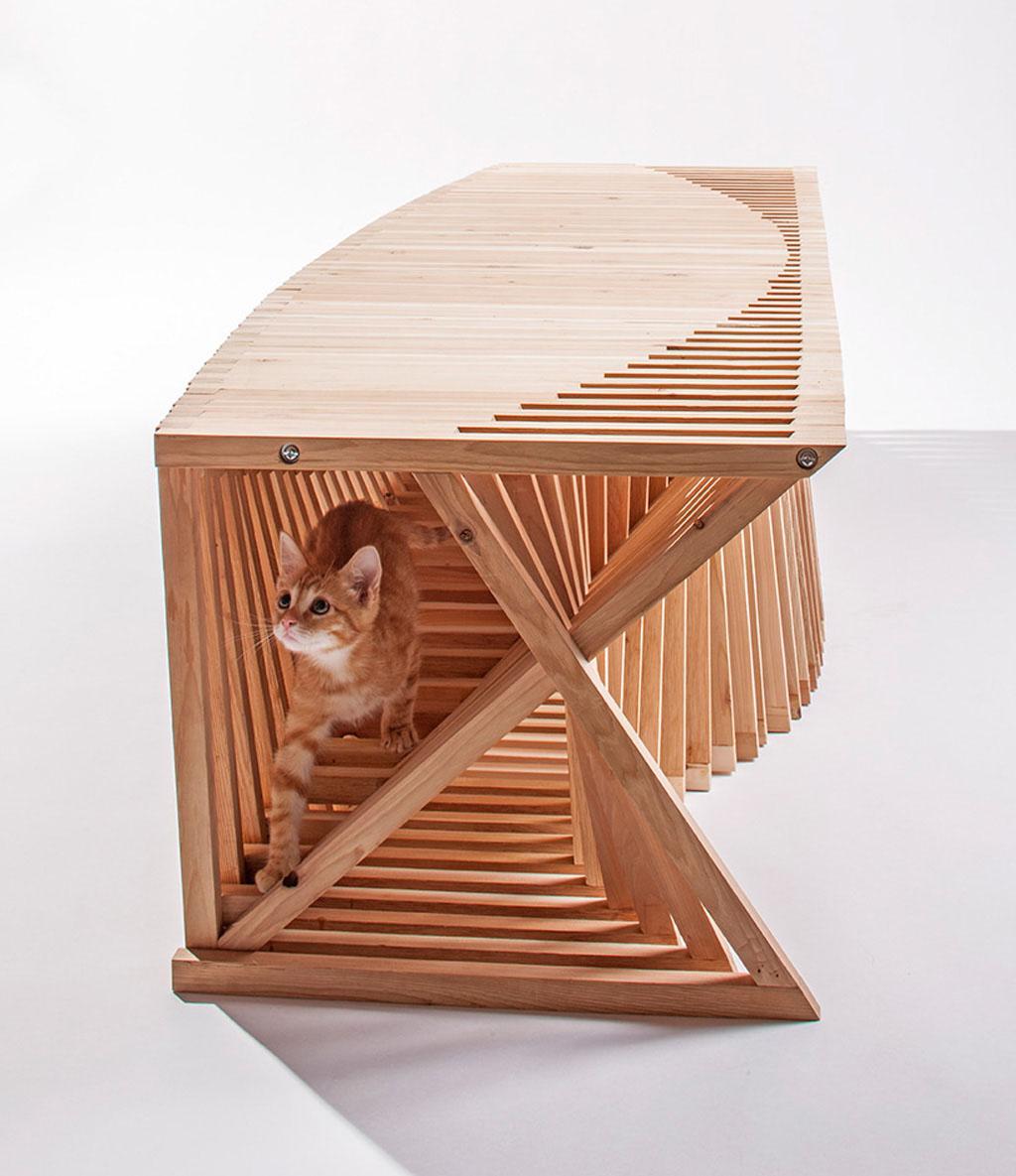 Необычный деревянный кошачий домик