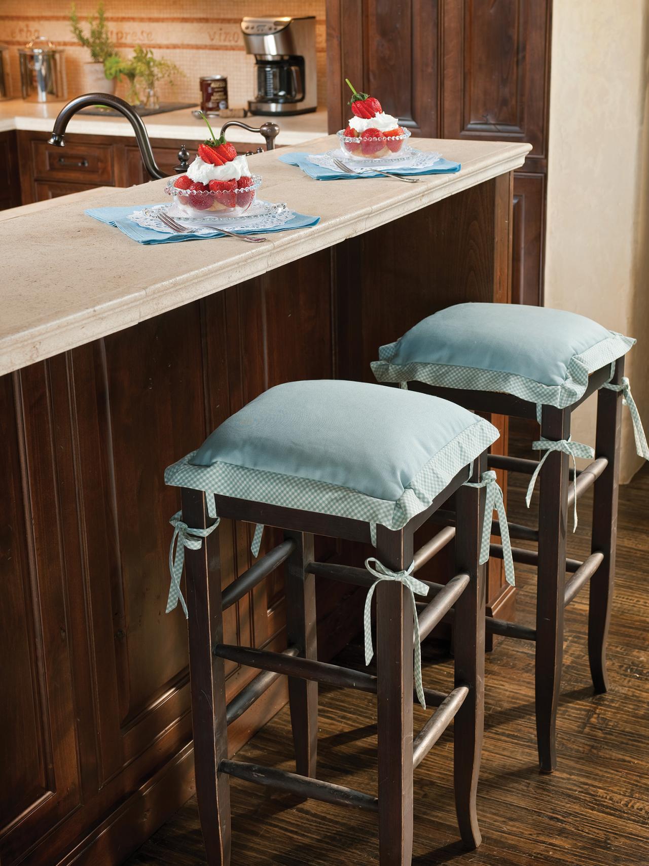 Дизайн кухни с барной стойкой из дуба