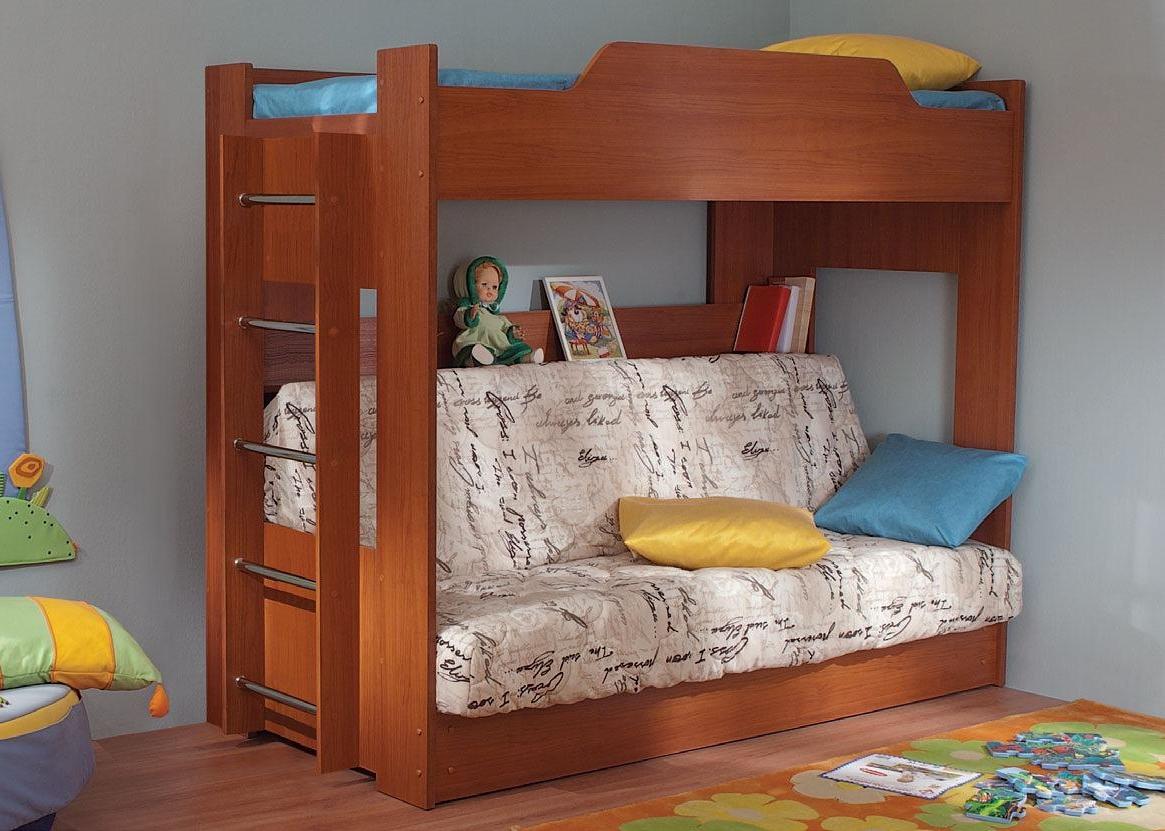 Коричневая двухъярусная кровать в детскую