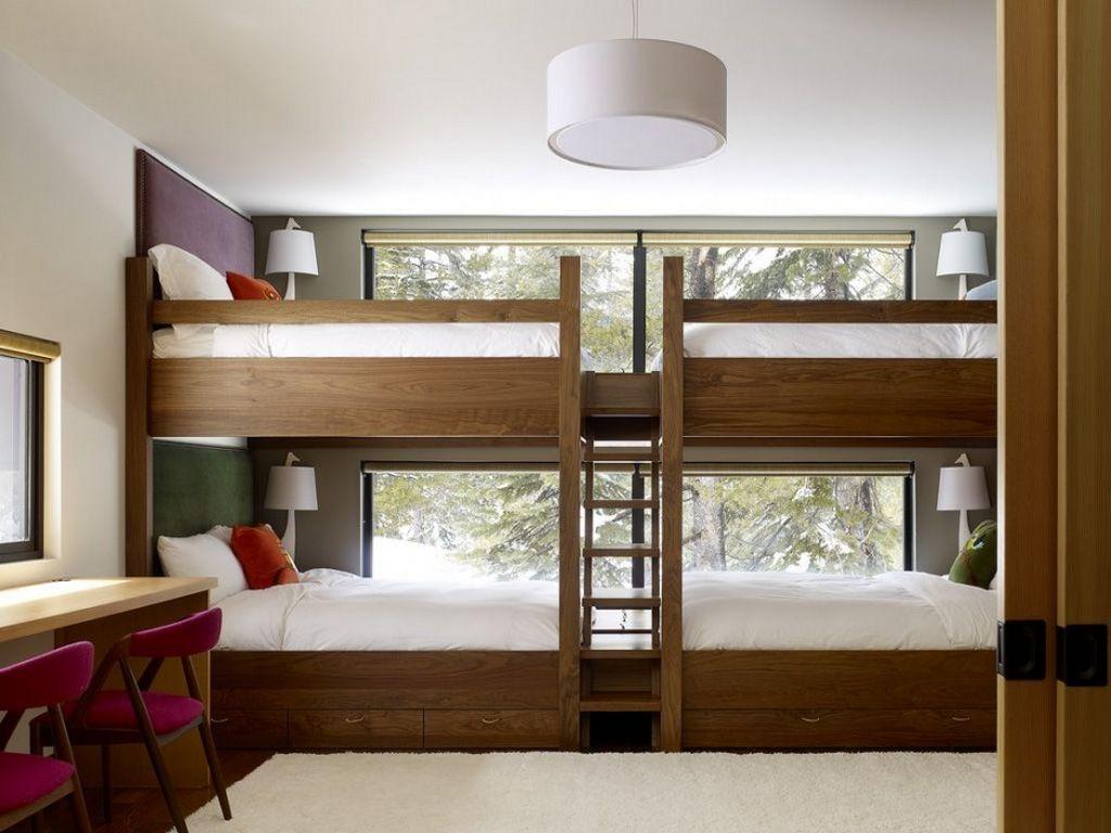Двухъярусная кровать для четверых детей
