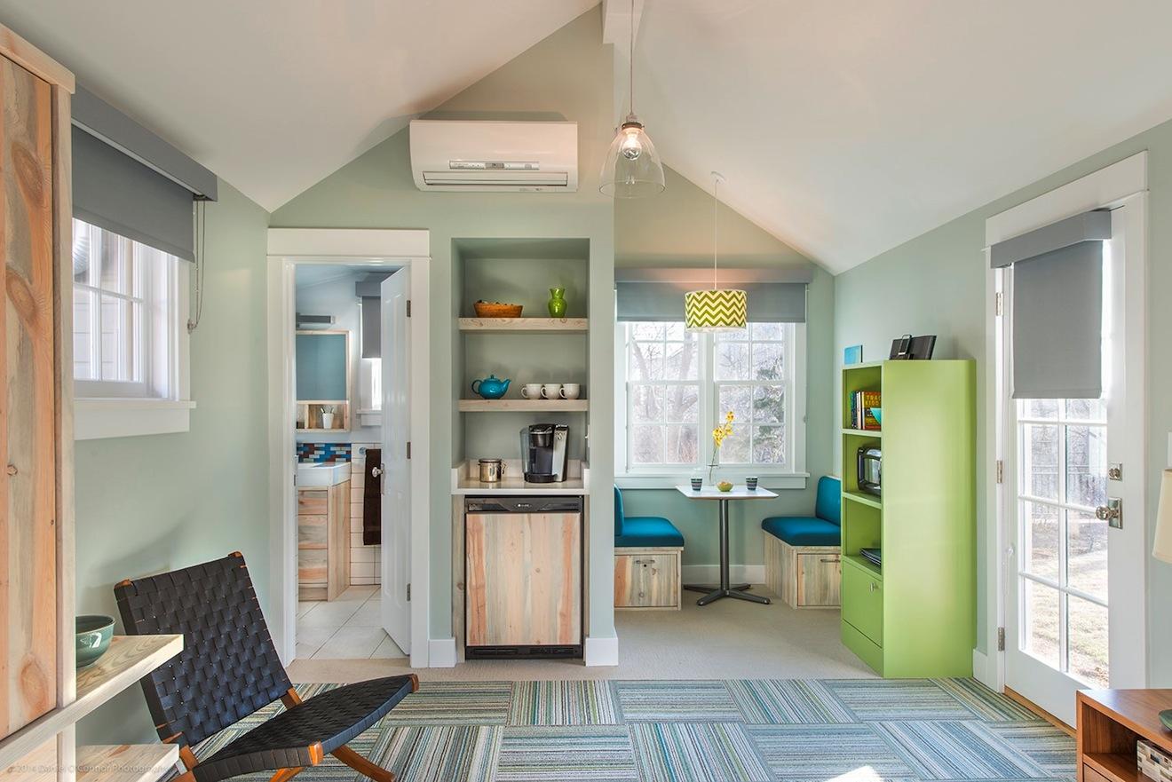 Комната в нежно-зеленых тонах