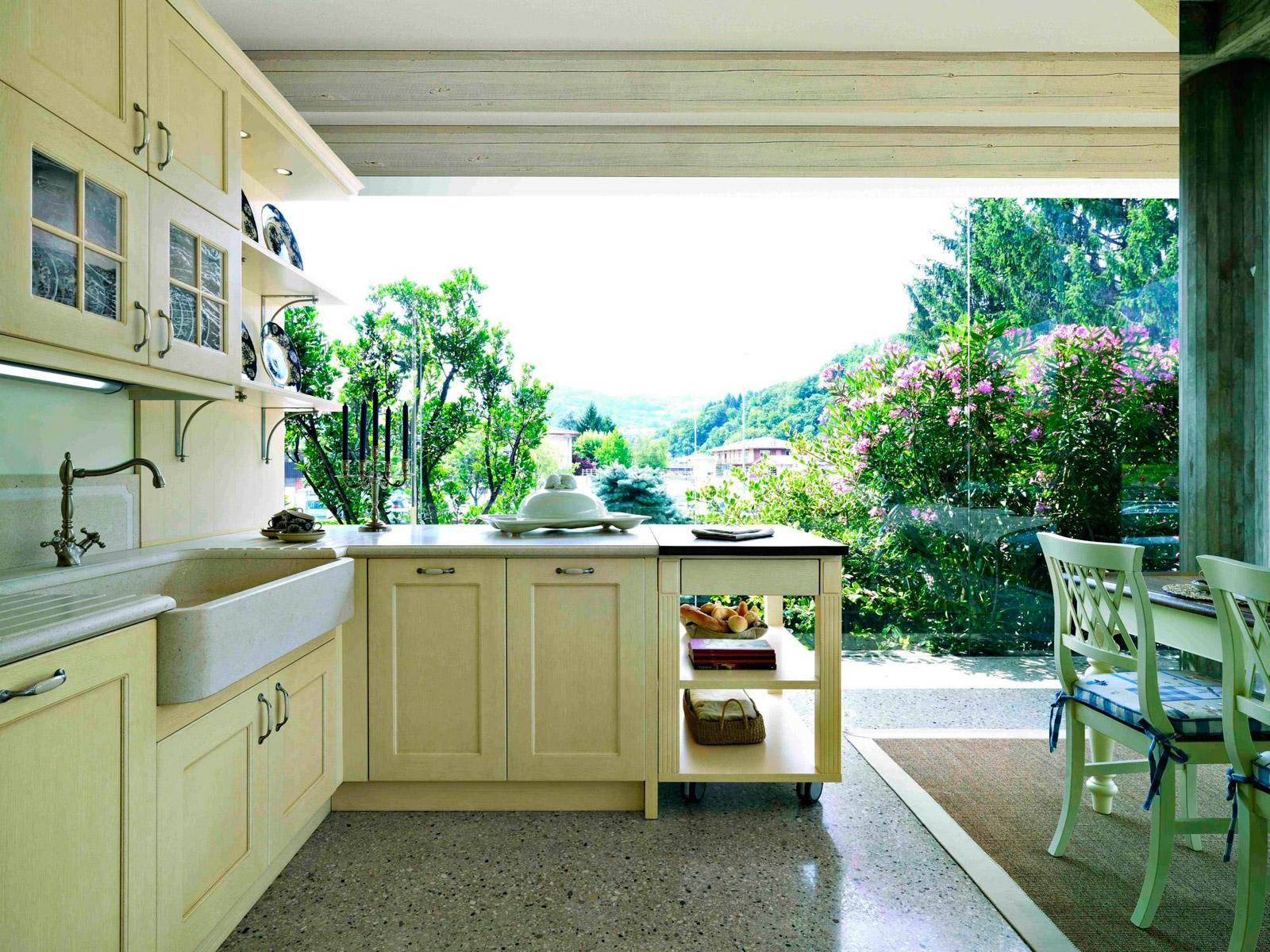 Застекленная кухня в эко-стиле